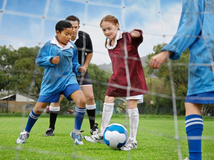 kids-playing-soccer_dchxcm